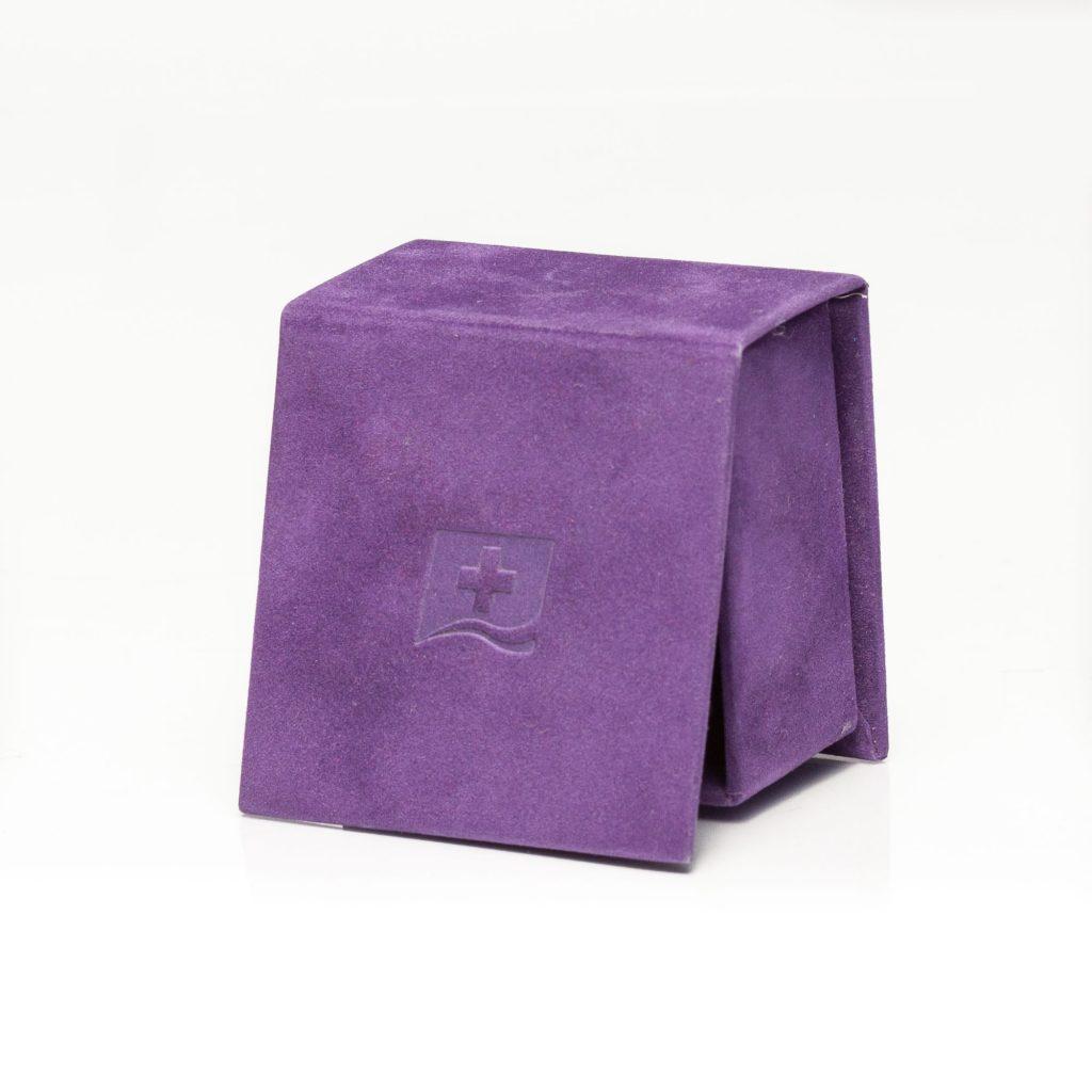 cutie de bijuterii cu saten la interior si capac cu magnet