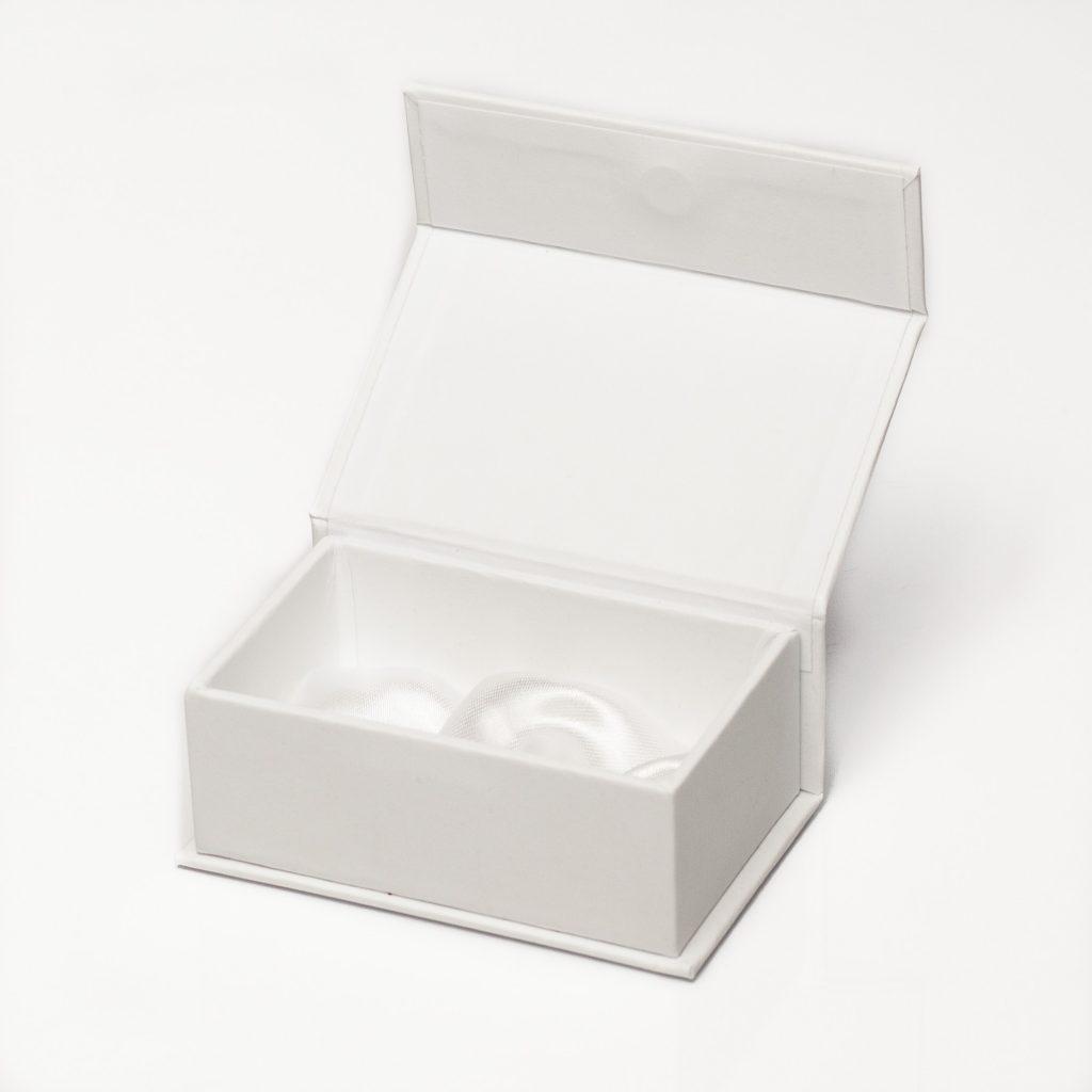 cutie de bijuterii cu saten la interior si capac cu magnet 01
