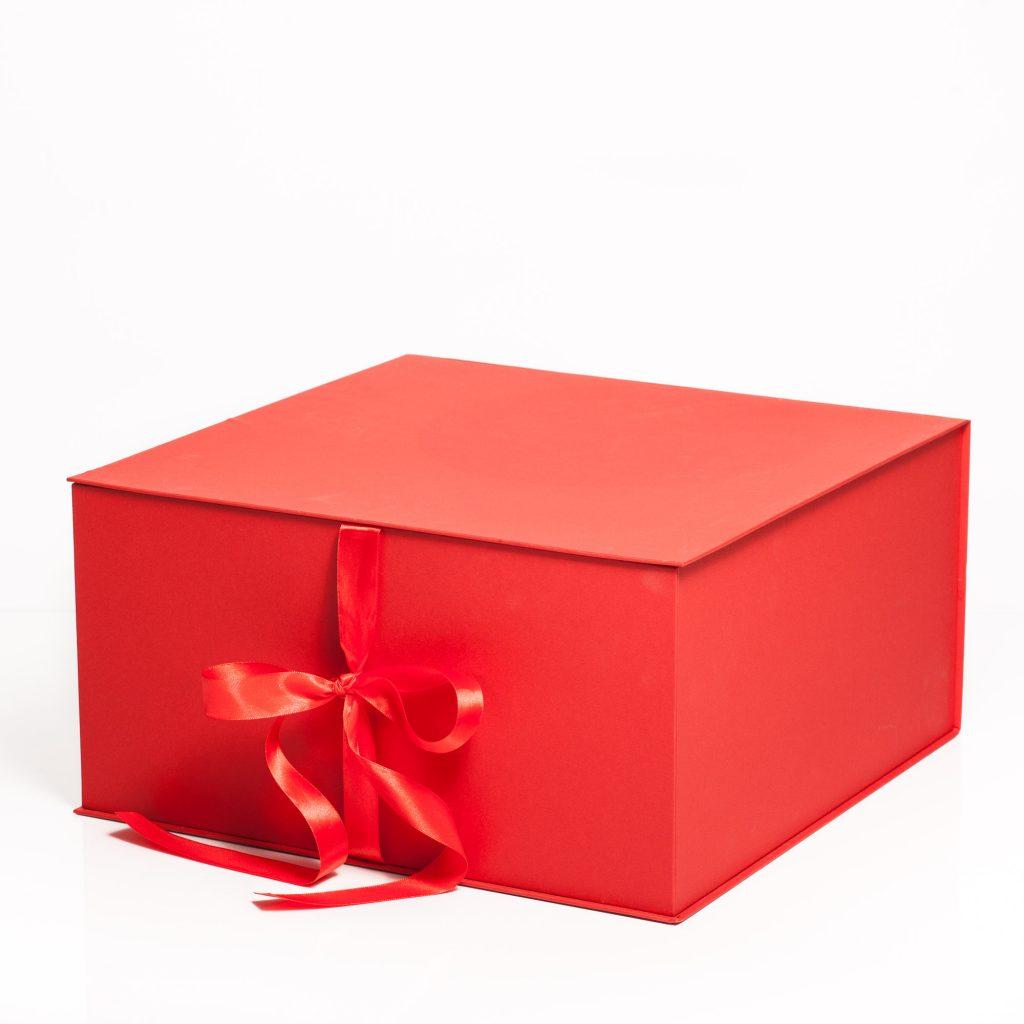 cutie rosie cu funda de calitate lux